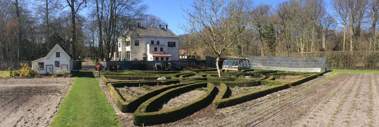 De Hoftuin zorgtuinderij van Scorlewald voor mensen met een verre afstand tot de arbeidsmarkt _ Bergen NH